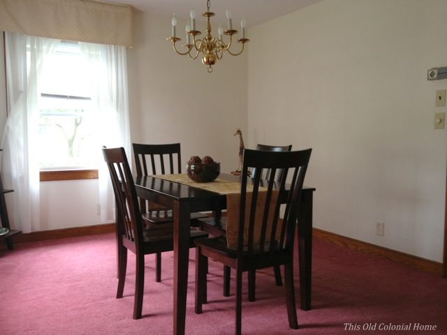 Colonial house dining room with carpet before