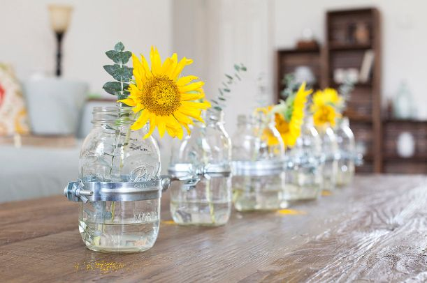 mason-jar-vase-centerpiece-offbeat-and-inspired