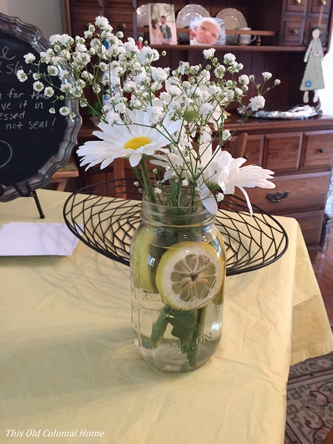Daisy and lemon slice mason jar centerpiece