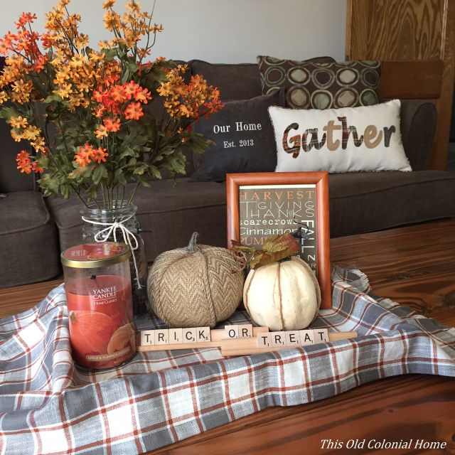 fall-vignette-coffee-table